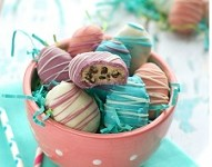 http://www.wineandglue.com/2014/03/easter-egg-cookie-dough-truffles.html#comment-13627