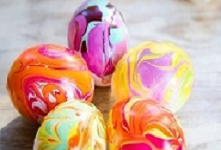 http://www.goodshomedesign.com/diy-easter-project-nail-polish-marbled-eggs/