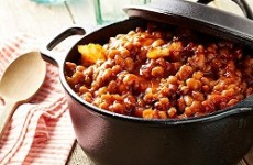 https://www.pgeveryday.ca/fr/nourriture/recettes-fun/article/baked-bean-bonanza1?utm_source=pge_newsletter&utm_medium=email&utm_content=m2_baked_beans&utm_campaign=june30_june_home