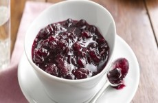 http://www.lifemadedelicious.ca/recipes/simple-cranberry-sauce/b8db5a0e-54e4-4b9f-9fa5-091cb86df3fc?sc_lang=fr-CA&utm_source=Facebook&utm_medium=Social&utm_term=Turkey%20tips&utm_campaign=Brand-Trends