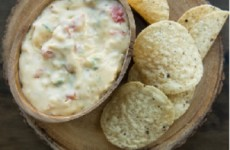 http://www.ricardocuisine.com/recettes/7018-trempette-i-queso-i--au-fromage-