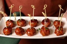 http://johnsonville.ca/fr/recipes/holiday-party-meatballs.html