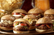 http://johnsonville.ca/fr/recipes/italian-sausage-sliders.html