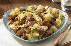 http://johnsonville.ca/fr/recipes/pappardelle-with-sizzled-italian-sausage-and-mushrooms.html