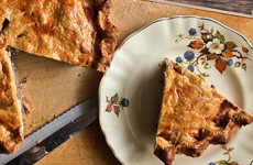 http://johnsonville.ca/fr/recipes/tourtiere-a-la-johnsonville.html