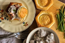 http://johnsonville.ca/fr/recipes/vol-au-vent-with-sausage-mushroom-cream-sauce.html